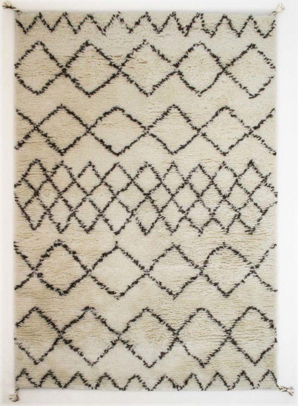 Handgeknüpfter, naturbelassender Teppich aus Schafschurwolle in in traditioneller Beni Ourain Optik.