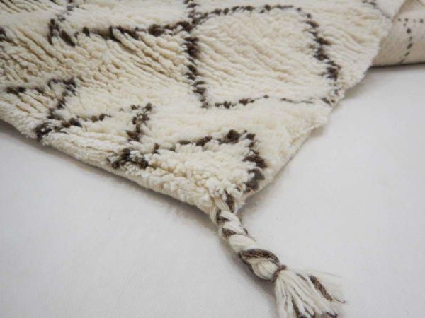 Handgeknüpfter, naturbelassender Teppich aus Schafschurwolle mit einer Teppichhöhe von ca. 3cm.
